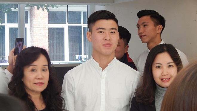 U23 Việt Nam mặc đẹp như 'soái ca' đón Chủ tịch FIFA