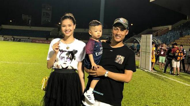 HLV, cầu thủ Việt nói gì về việc chiều đá V-League, tối xem World Cup?