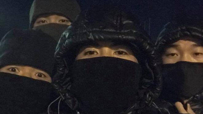Xuân Trường, Đức Chinh 'hóa ninja' chống rét ở Trung Quốc
