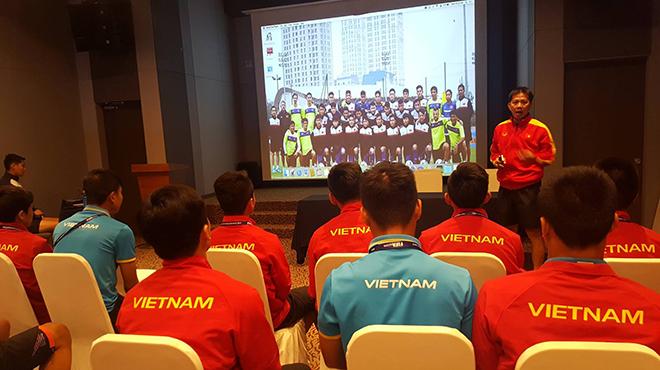 HLV Hoàng Anh Tuấn yêu cầu U20 Việt Nam bung hết sức với U20 Pháp