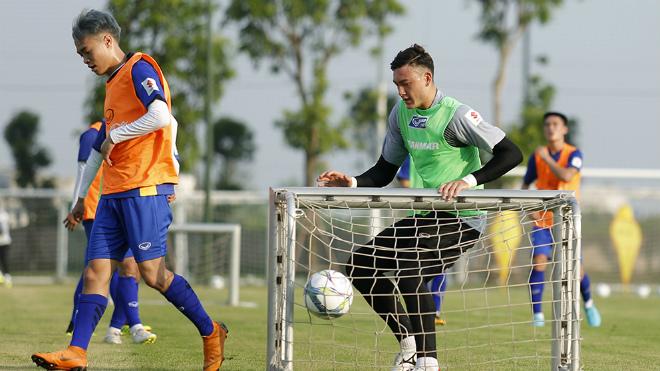 Thủ môn Văn Lâm bất ngờ khi được gọi lên tuyển U23 Việt Nam