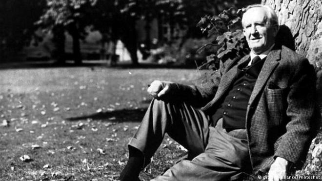 Lần đầu phát hành cuốn sách J.R.R. Tolkien viết cách đây 100 năm