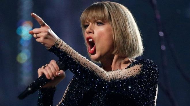Taylor Swift khóc trước phán quyết của tòa về vụ cô bị tấn công tình dục