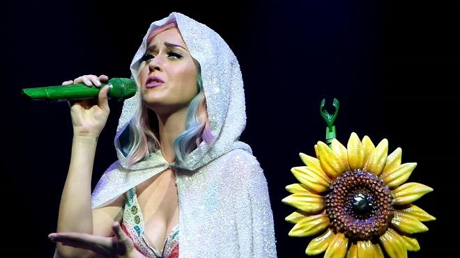 Katy Perry chưa thể chuyển vào tu viện nếu không được chính Giáo hoàng cho phép