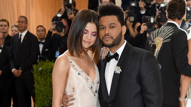 Hạnh phúc bên Justin Bieber, Selena Gomez vương vấn, The Weeknd 'thù hận'?