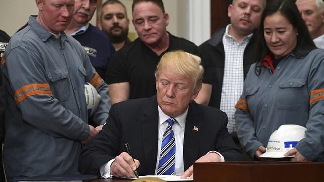 Áp thuế thép 25%, Tổng thống Trump khơi mào chiến tranh thương mại toàn cầu?