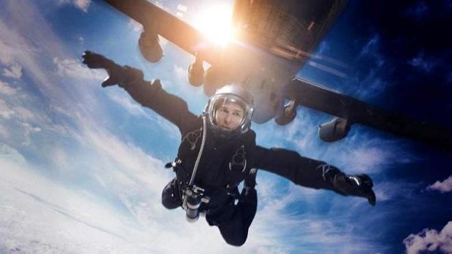 VIDEO: Quyết lấy lại hình ảnh, Tom Cruise lăn xả chưa từng trên phim trường 'Nhiệm vụ bất khả thi'