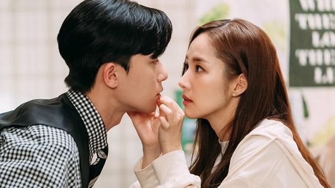 Park Seo Joon của 'Thư ký Kim': Ngồi đọc kịch bản thôi có cần đẹp vậy không?