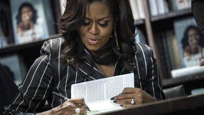 Hồi ký cựu Đệ nhất Phu nhân Mỹ Michelle Obama phá kỷ lục doanh thu chỉ sau 15 ngày