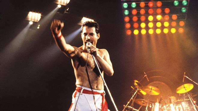 Elton John tiết lộ tấm lòng vàng trong những ngày cuối đời đau đớn của Freddie Mercury