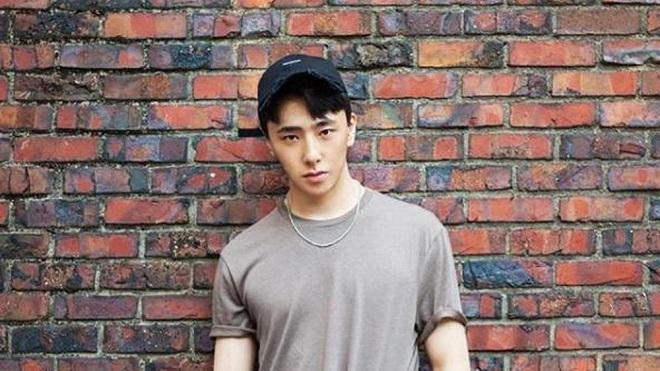 Biên đạo múa của EXO đẹp trai lung linh, nhìn như thành viên nhóm