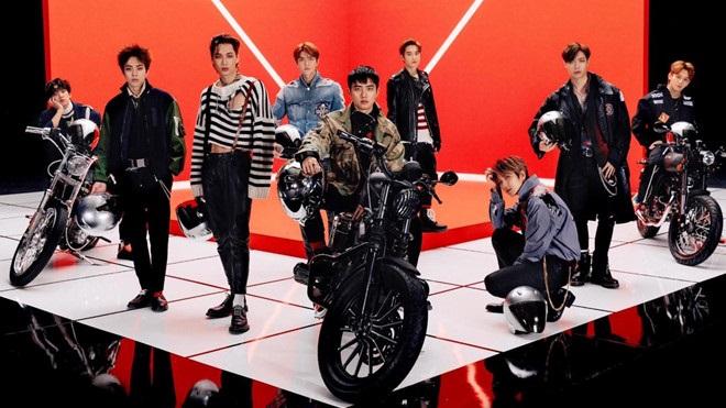 EXO là nghệ sĩ Kpop đầu tiên xuất hiện trên màn hình cong lớn nhất thế giới