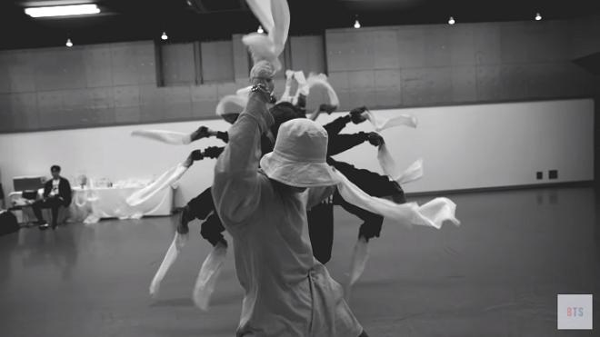 BTS chia sẻ video tập luyện cực nghệ thuật cho màn diễn ở MMA vừa qua