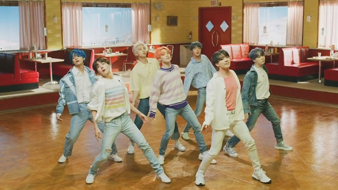 'Boy With Luv' của BTS vừa phá được kỷ lục đầu tiên từng thuộc về Black Pink