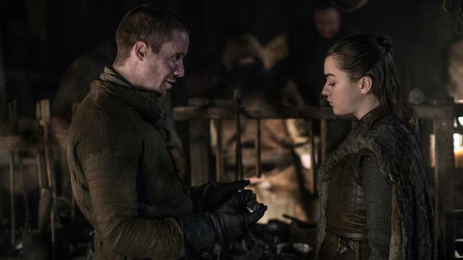 'Trò chơi vương quyền': Arya Stark bao nhiêu tuổi mà có cảnh táo bạo với Gendry đến vậy?