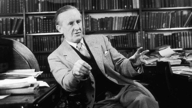 Con trai của JRR Tolkien thừa nhận bị bạn của bố lạm dụng tình dục khi còn nhỏ