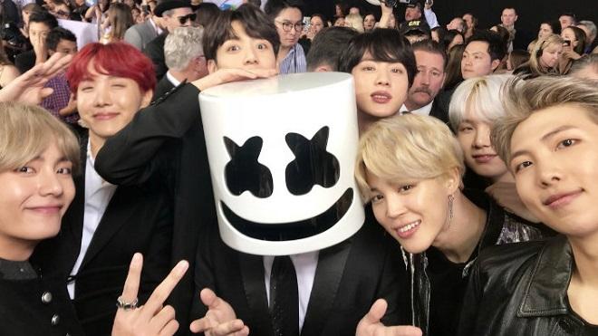 Những fan cuồng nhiệt của BTS tại Billboard hóa ra là được thuê diễn