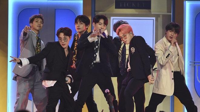 Cười vỡ bụng trước phản ứng của fan khi có cơ hội thành quản lý cho BTS