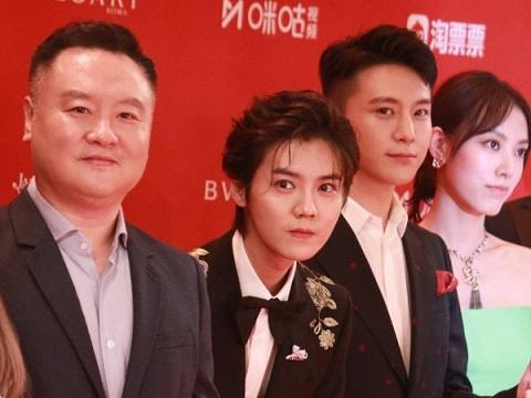 Thảm đỏ LHP Thượng Hải 2019: Không lố lăng nhưng vẫn khiến khán giả tròn mắt