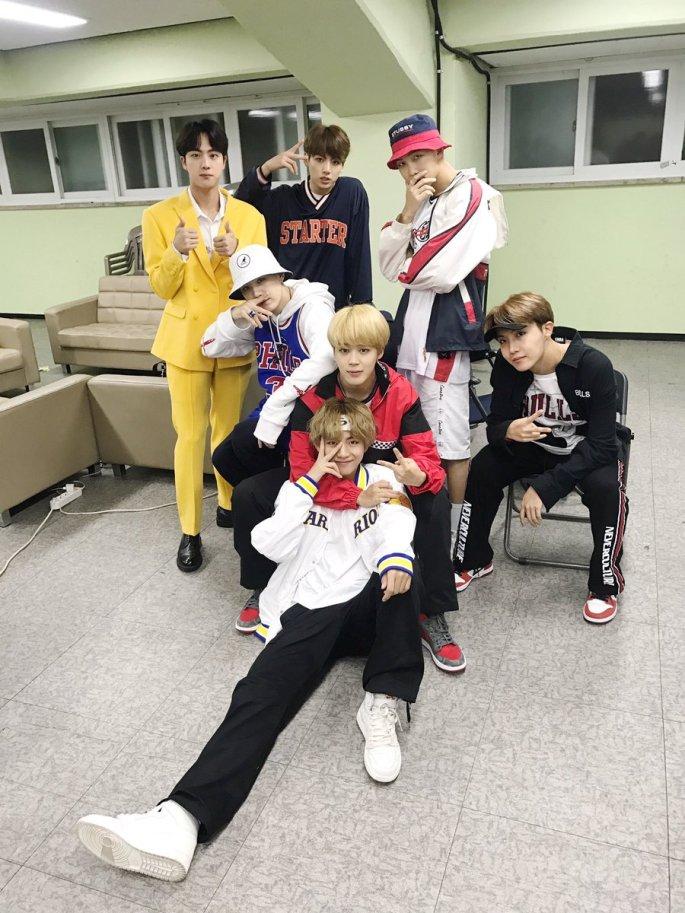 BTS, Jin BTS, Phong cách thời trang BTS, Phong cách BTS, Thời trang BTS, Trang phục BTS, Jin BTS ngơ ngơ như bò đội nón, BTS Jin