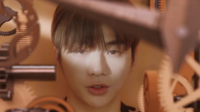 """Nhiều quan điểm trái chiều về ca khúc solo mới toanh của Kang Daniel 'What Are You Up To"""""""