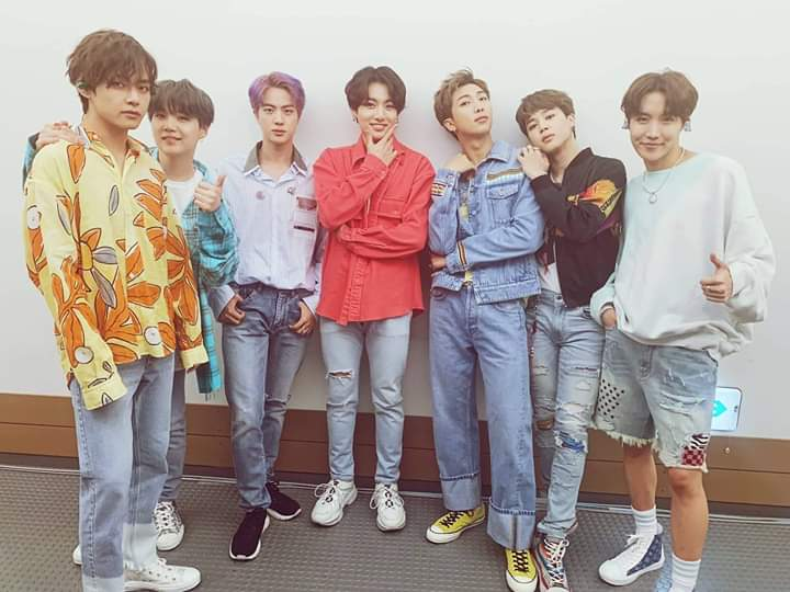 BTS, V BTS, BTS V, BTS đẹp trai, V BTS đẹp trai, BTS Boy with Luv, Boy with Luv BTS tham dự Music Day, V, ARMY, kpop