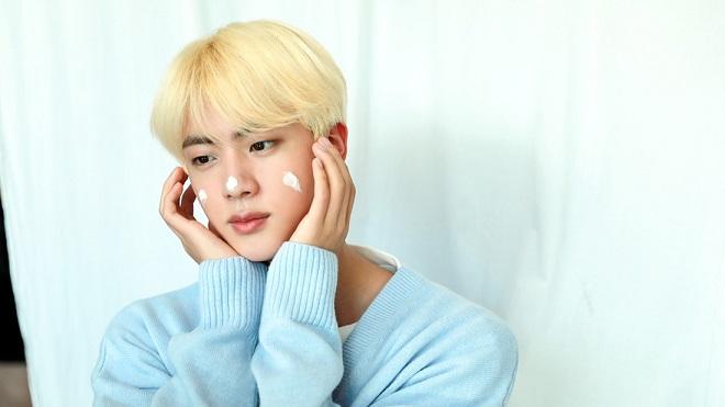 Phát hiện 'em song sinh' của Jin BTS, ai nhìn cũng phải mê
