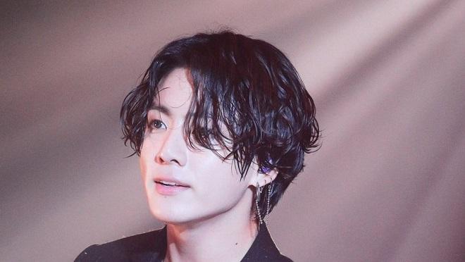 Jungkook BTS gây tranh cãi với hình ảnh mới khác lạ