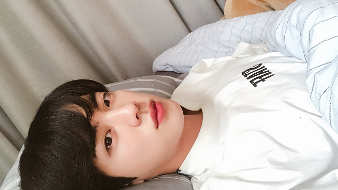 Xúc động trước 'sự tích' chiếc gối mà Jin BTS luôn kè kè bên người