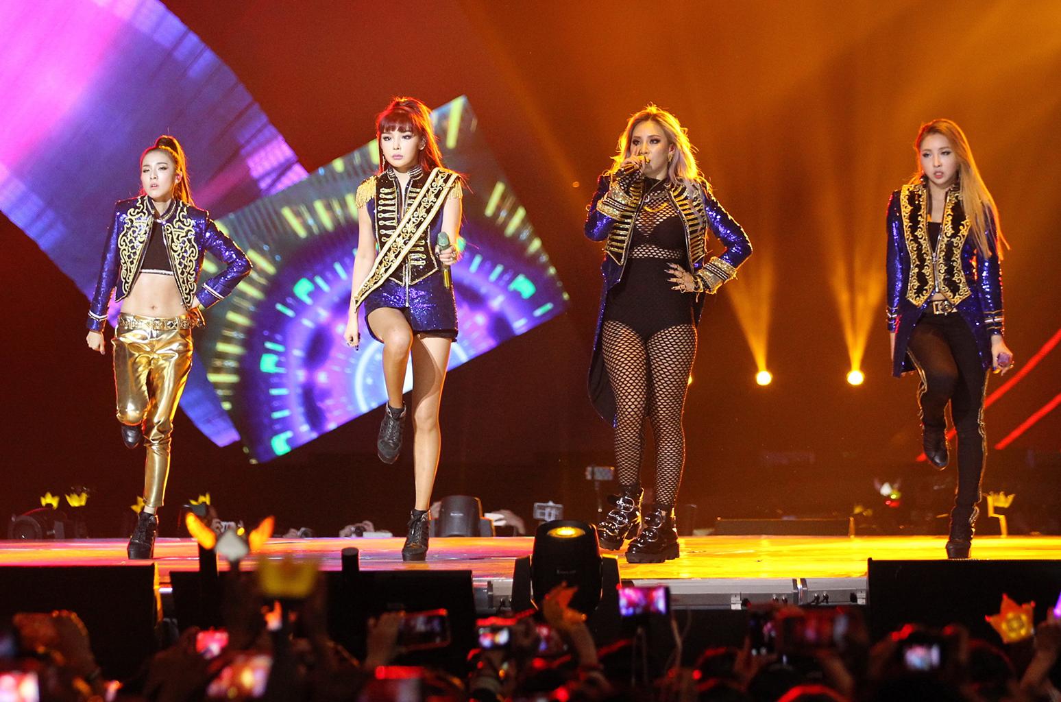 2NE1, 2NE1 tái hợp trên BXH Billboard, CL, Park Bom, Sandara Park, Minzy