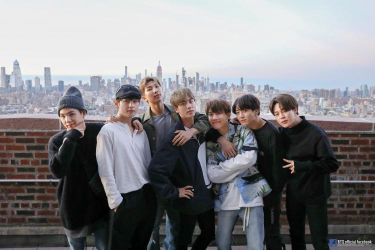 BTS, BTS phát hành ca khúc mới với thông điệp tình tứ, Ca khúc mới của BTS, ca khúc solo Still With You của Jungkook, ca khúc tiếng Nhật Stay Gold, tiểu thuyết Outsiders