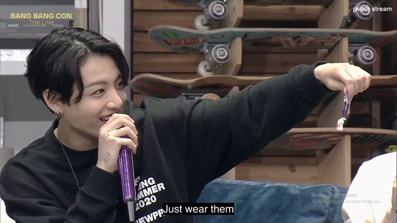 J-Hope BTS, J-Hope BTS được ARMY tặng quà, Vòng sương sa hột lựu cho J-Hope, Bang Bang Con Live, những món quà của J-Hope được tặng, J-Hope, Jin, Jimin, Jungkook, RM, V