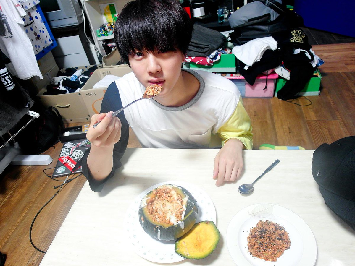 Jin BTS, Chi tiết nhạy cảm của Jin BTS, Jin BTS ngượng chín mặt vì bị ARMY soi, series Eat Jin, tật xấu của Jin BTS, những bí mật của Jin BTS, ARMY soi tật xấu Jin BTS