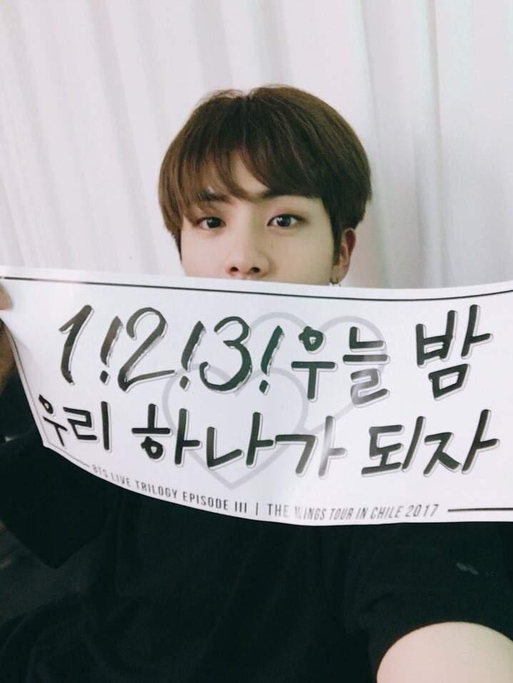 Jin BTS, 'Moon' của Jin BTS thống trị thế giới,  Moon vượt cả thành tích 'DNA', Lights, album Map of the Soul: 7, Ca khúc đạt No.1 đầu tiên ở Trinidad và Tobago của Jin