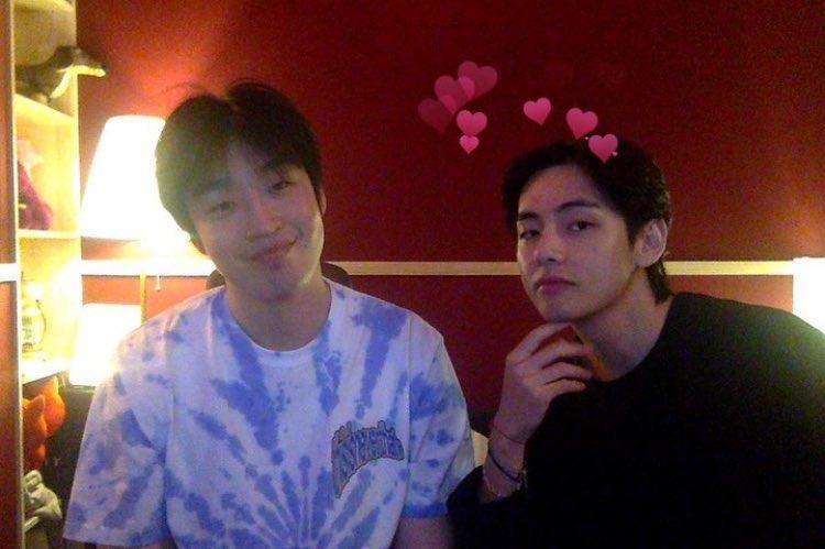 V BTS, V BTS đẹp không tì vết, V BTS hợp tác với bạn thân, Bạn thân của V BTS, BTS chuẩn bị phát hành album tiếng Nhật, Tình bạn giữa V BTS và Peakboy