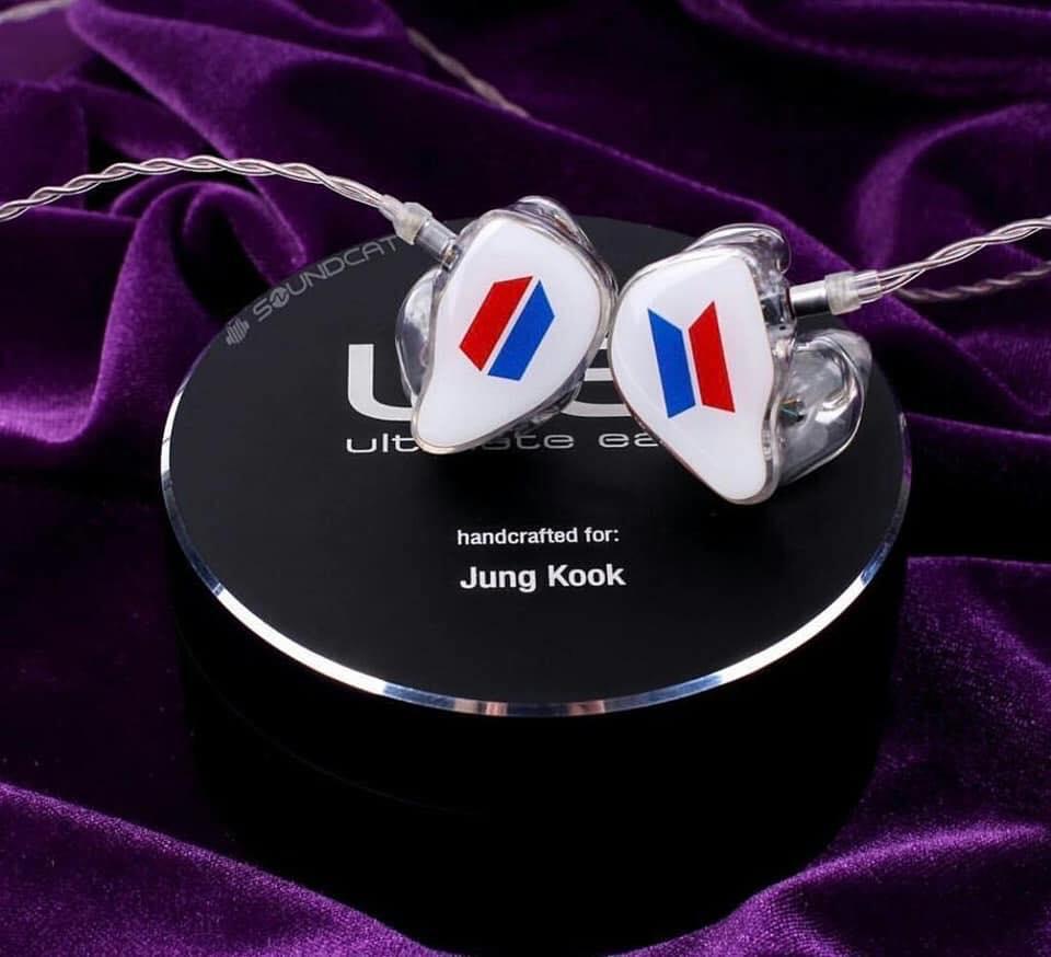 Jungkook BTS, Jungkook BTS tiết lộ ý nghĩa về chiếc tai nghe, Tai nghe logo BTS, Memories of 2019 của BTS, Kpop, BTS, ARMY, Jungkook