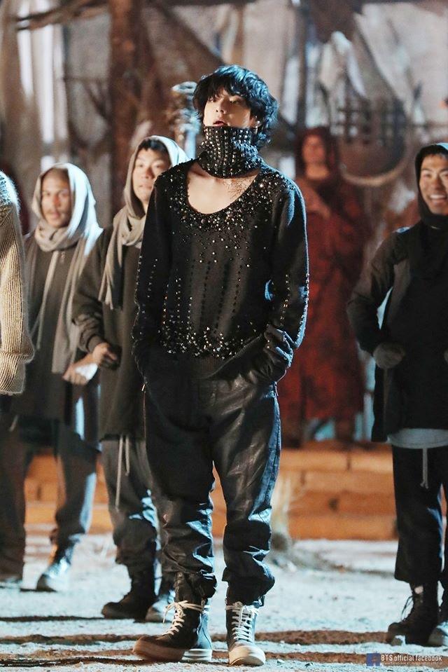BTS, V BTS, V BTS suýt mù mắt khi quay ON, V BTS cực sung khi quay MV ONE, ON Kinetic Manifesto Film: Come Prima, BTS biểu diễn vũ đạo cực mạnh
