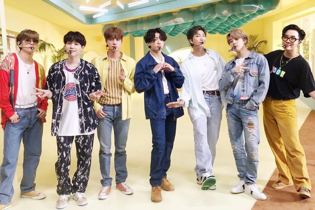 BTS, RM BTS, Hào quang của RM BTS, Vẻ đẹp của V sau khẩu trang, BTS ở sân bay, Jin, Jimin, Jungkook, J-Hope, RM, Suga, V, ARMY, Kpop