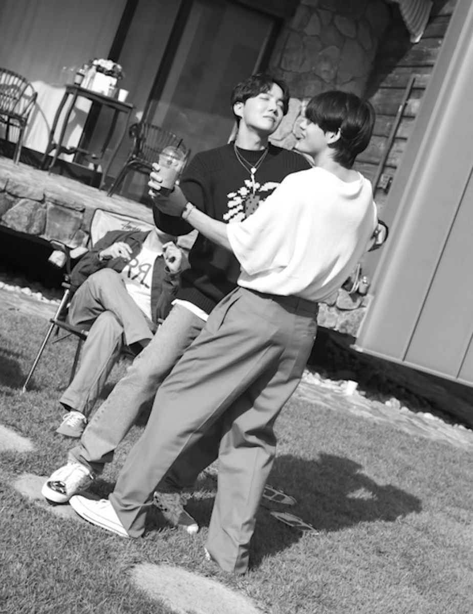 BTS, V BTS, MV khác cho ca khúc Life Goes On, Chinh chiến và yêu đương của V BTS, Life Goes On, Kpop, ARMY
