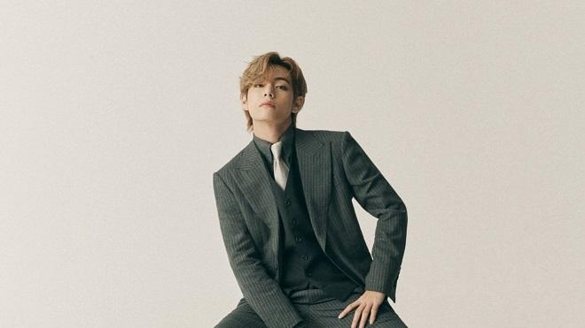 V là thành viên BTS đầu tiên đạt mốc khủng này với ảnh bìa báo solo