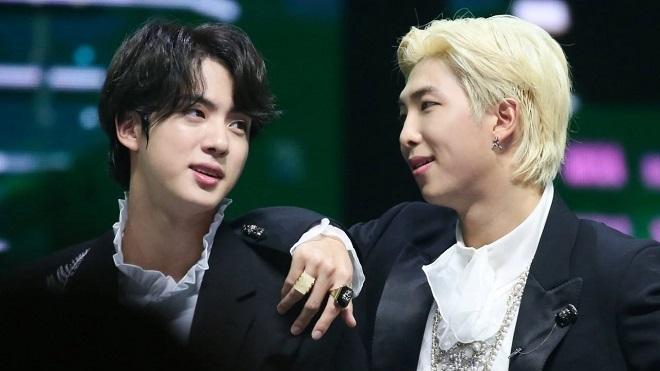 RM từng phát ngại khi thấy Jin chiều fan BTS