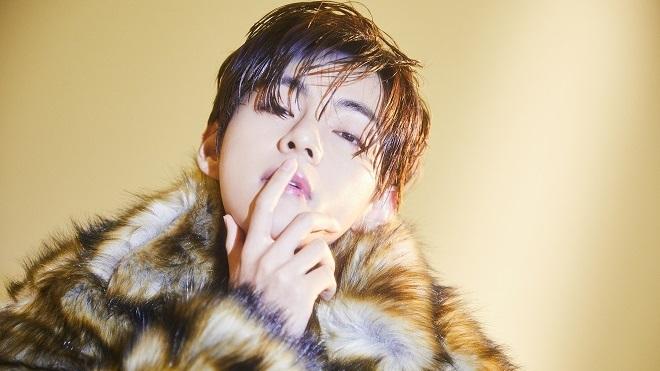 Bố V BTS thành đề tài nóng vì quá đẹp trai và phong cách