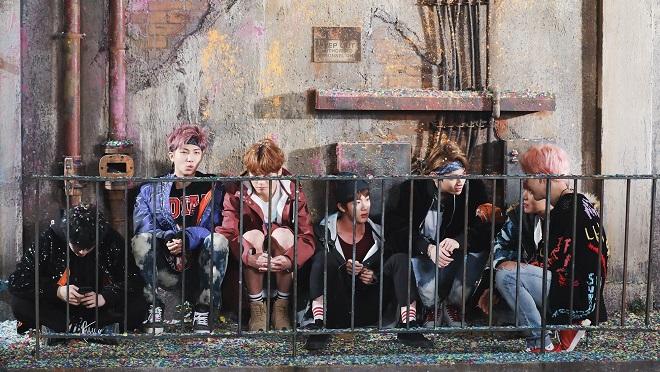 BTS từng bị xua đi khi xin chụp ảnh chung