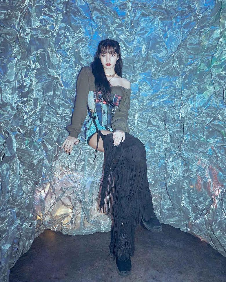 Blackpink, Lisa, Trang phục đẹp nhất của Lisa năm 2021, Phong cách của Lisa, Lisa style, Lisa outfit, Lisa mặc đẹp, best outfit Lisa