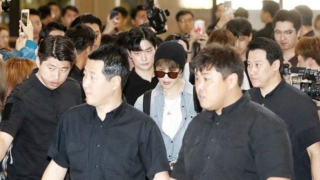 Kinh ngạc trước số lượng vệ sĩ ở hòa nhạc BTS