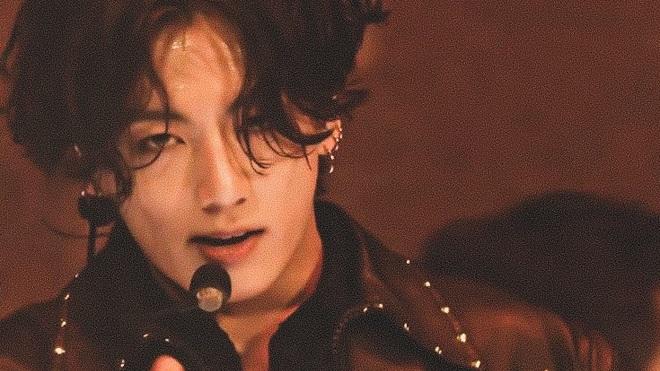 ARMY phát cuồng với vẻ ngoài đẹp trai và vóc dáng hoàn hảo của Jungkook BTS