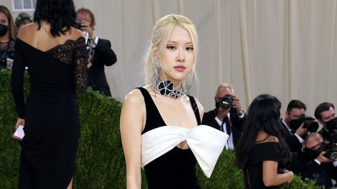 Siêu mẫu Hailey Bieber cũng không cưỡng lại sự nổi tiếng của Rose Blackpink