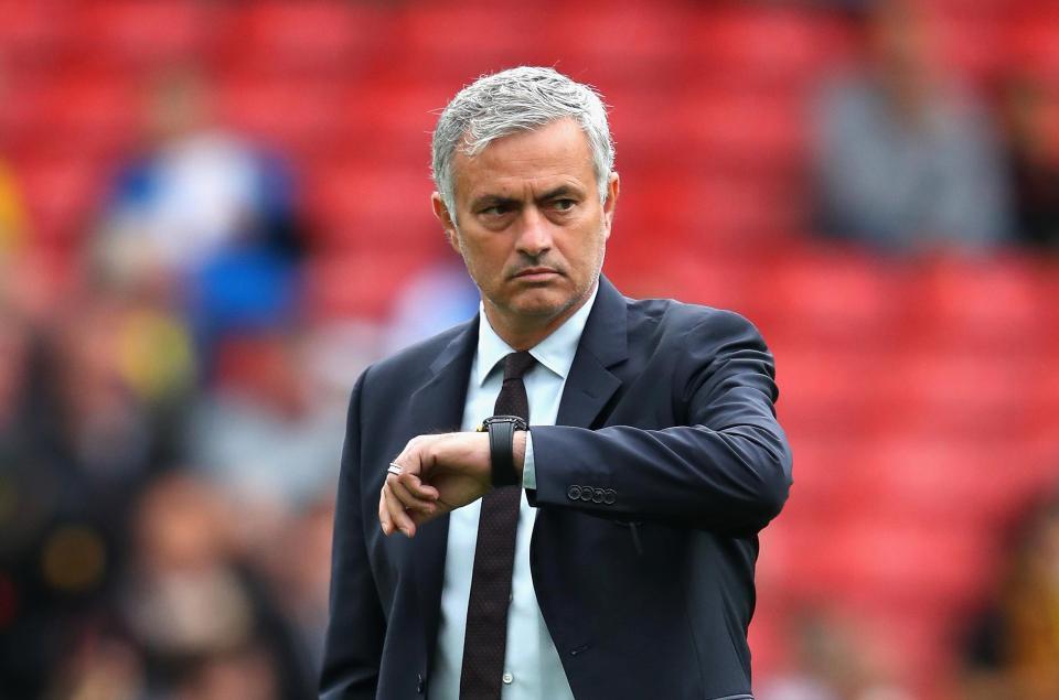 Chuyển nhượng M.U 27/08: Leicester nhắm Smalling, Pereira sắp đến Valencia, Mourinho không mua sắm vào tháng Giêng