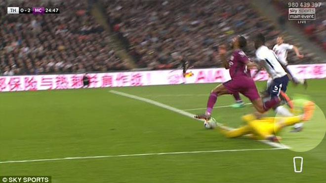 TRANH CÃI: Man City thắng Tottenham nhờ trọng tài, cận kề ngôi vương