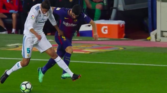Kinh điển Barcelona 2-2 Real Madrid: Trọng tài bị tố 'giết người' khi công nhận bàn thắng của Messi